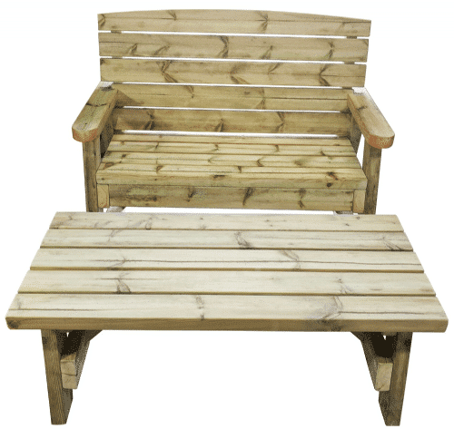 Vista frontal de la mesa de jardín de madera y banco de madera