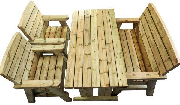 vue d'ensemble d'un ensemble de salle à manger quatre places composé d'une table en bois, de deux chaises et d'un banc en bois