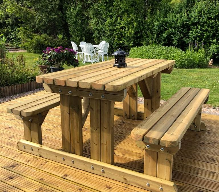 Hire Our Wooden Garden Furniture For Your Shop Displays
